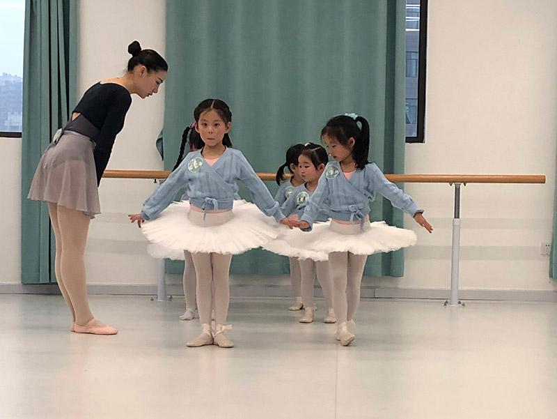 汉口芭蕾舞练习方法